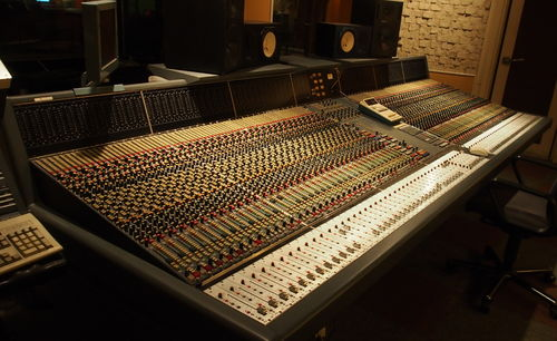 Neve VR 36 CH console