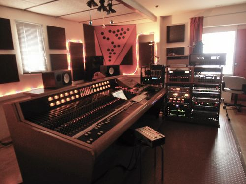 Trident 80B 40CH console
